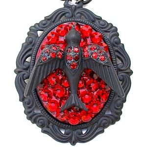 SCARLET FEVER FLAT RHINESTONE SPARROW NECKLACE NEW